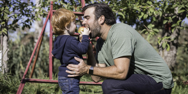 7 Vital Tips For Apple Picking With Toddlers