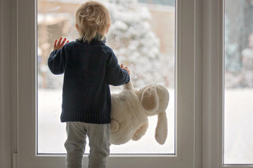Toddler Wrangling Tips to Survive the Holidays