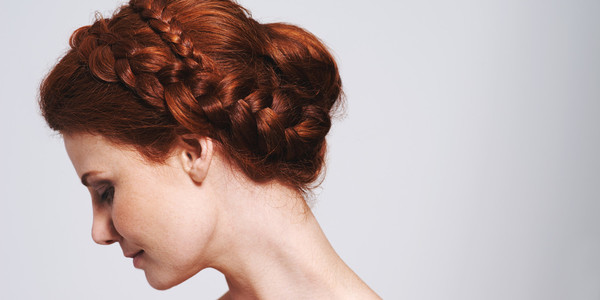 Easy Yet Festive Mom Hair Ideas For The Holidays